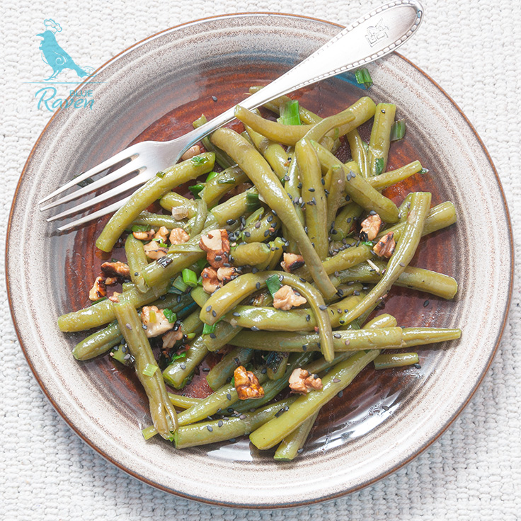 Green beans with walnuts, onions and garlic. #vegan #gluten free