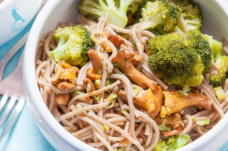 Soba, chanterelles and broccoli. #vegan #glutenfree #onepot