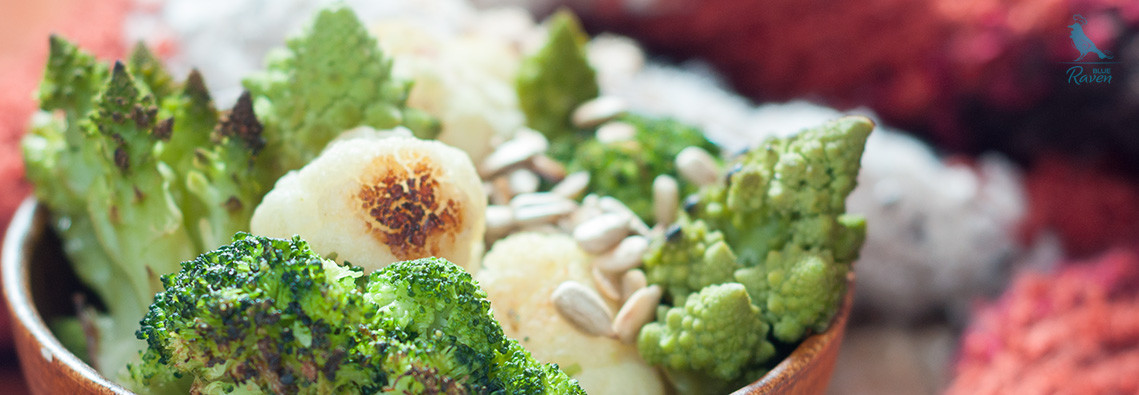 Salad with roasted cauliflower and garlic and citrus sauce #vegan #glutenfree #cauliflower #vegan dressing