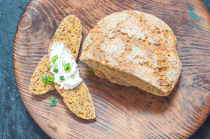 Carrot bread with black cumin and black sesame seeds #vegan #bread #carrot