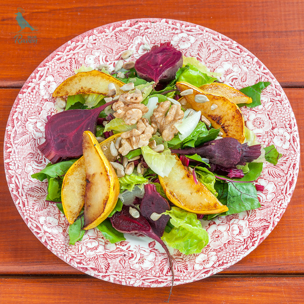 Fried pears and baked beets salad #autumn #salad #vegan